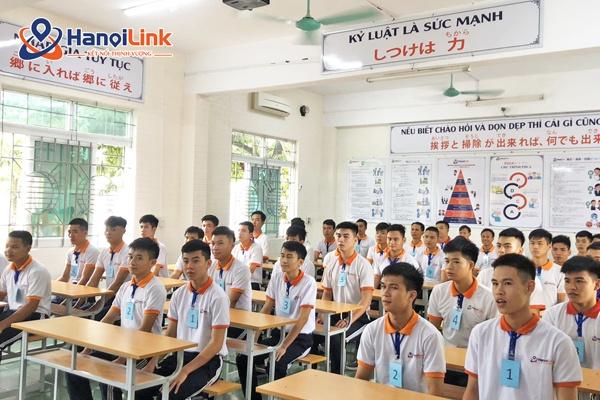 Học sinh trong lớp học Hanoilink
