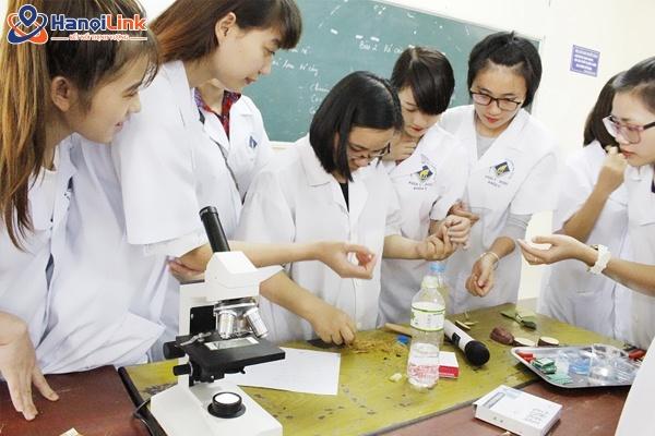 giờ thực hành du học sinh ngành dược
