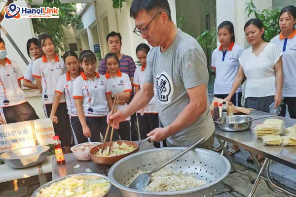 Hanoilink thi nấu món ăn Nhật Bản